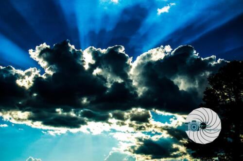 Cloud with sun rays - Dave Buttery Photography
